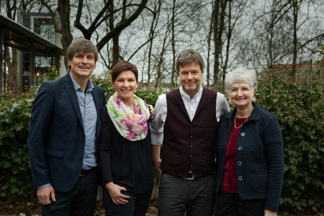 Drei unserer insgesamt sieben (Ober)Bürgermeisterkandidat*innen mit Robert Habeck (v.l. Dr. Michael Stanglmaier (Moosburg a.d. Isar), Susanne Günther (Freising) und Barbara Prügl (Au))